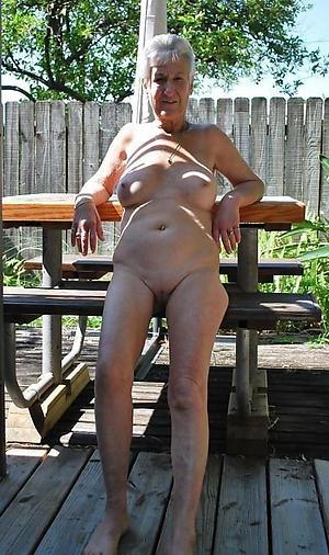 amateur granny masturbates