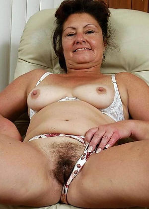 nude mature hairy woman