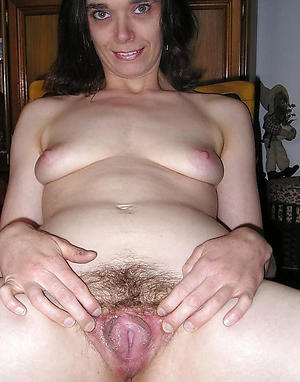 hairy mature woman posing nude