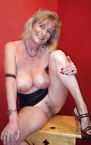 xxx lonely housewife