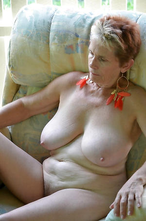bared busty housewife