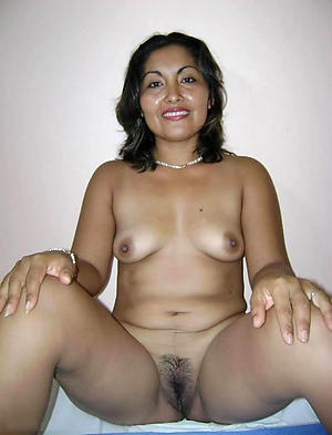 sexy latina pussy posing nude