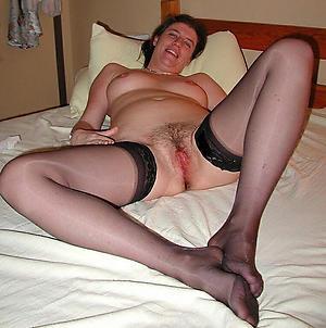 mature milf legs lay pics
