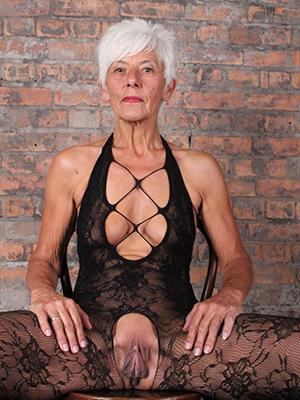 matures round lingerie easy pics