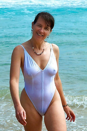 sexy women in bikini porn pictures