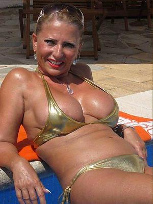 hot women in bikinis porn pics