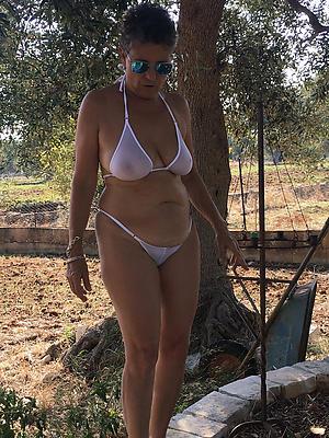 xxx women in bikinies