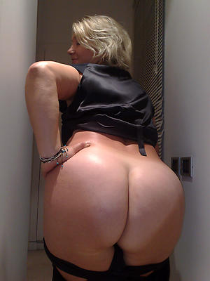 nude pics of women with big asses
