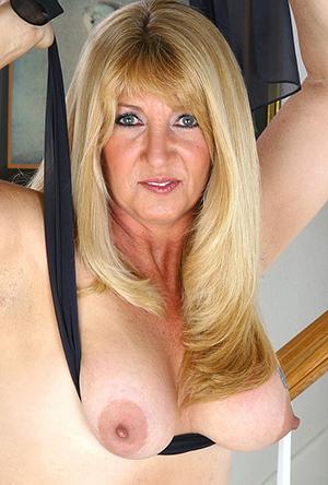 hot blonde women posing nude