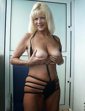 nude pretty blonde women