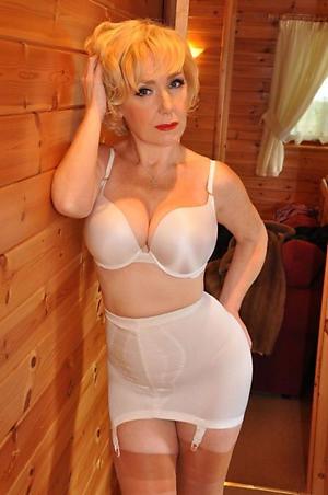 older blonde women amateur pics