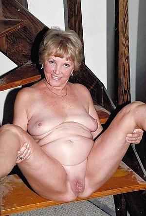 fat naked women love posing nude