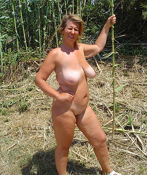 amateur column masturbating outdoors