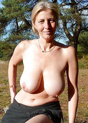 grown-up ladies outdoors porn pics