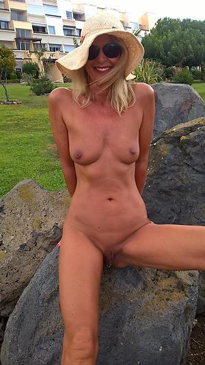 adult ladies outdoors sex pics