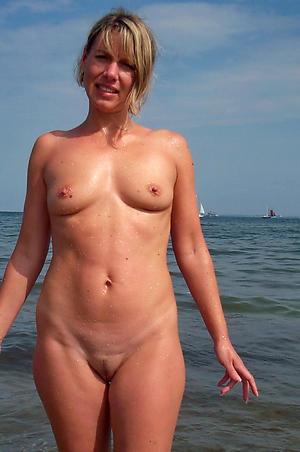 bared beach granny amateur pics