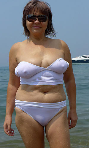porn pics of granny exposed to the beach