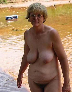 sexy women at beach porn pics