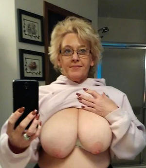 xxx mautre selfshot nude
