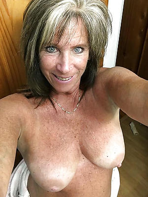nake dmature selfie tits