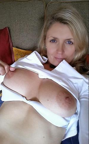 amateur mature selfie masturbation