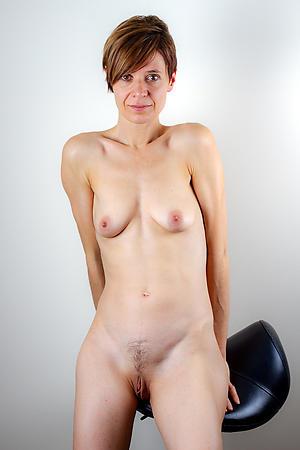 nude tall undernourished women