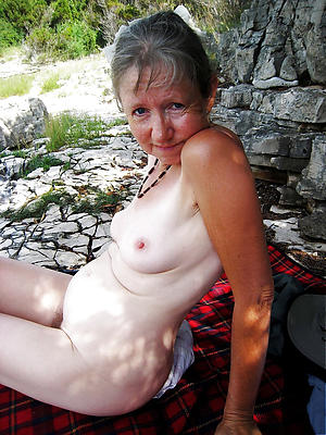 unorthodox pics of mature column with small breast