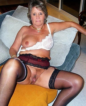 X granny in stockings porn pics