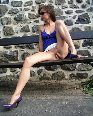 older woman upskirt free pics