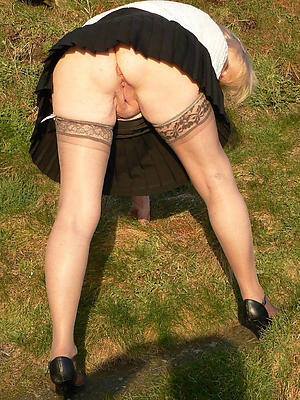 porn pics of older woman upskirt