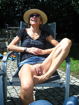 amazing mature mom upskirt