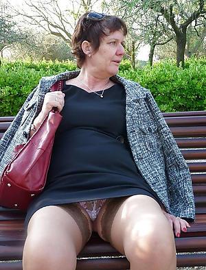 slutty mature mom upskirt