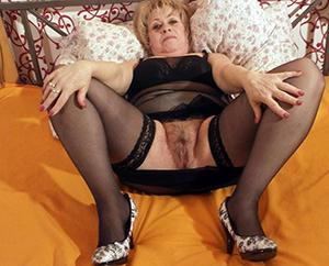 naked grown up mom upskirt