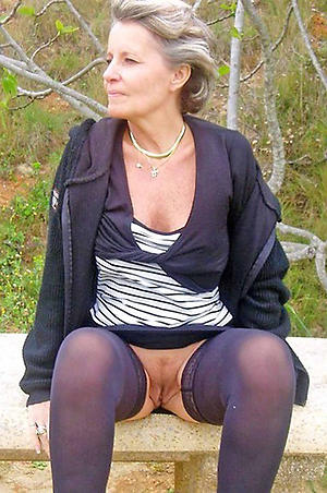 matured mom upskirt posing nude