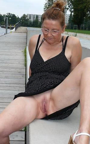 nude mature milf upskirt