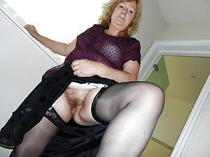 mature lady upskirt porn pics