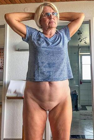 slut wife honour posing nude