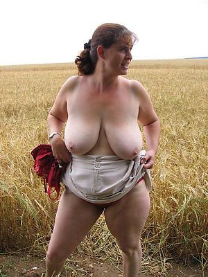 free granny solo posing nude