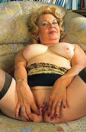 bbw granny posing nude