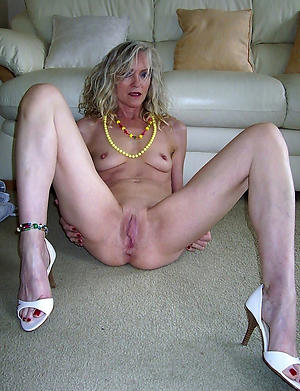 old mature cunt love posing nude