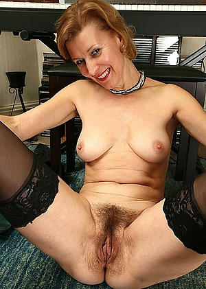 sexy mature cunt posing nude