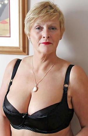 homemade women love posing nude