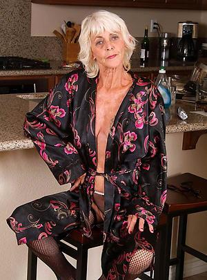 mature amature homemade posing nude