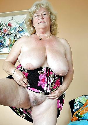 naked mature vulva pics