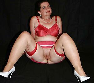 grown up wife slut posing nude