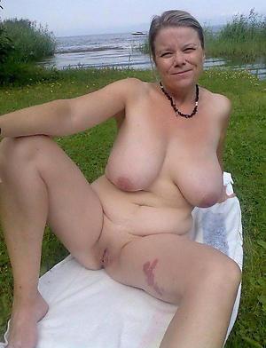 amateur naked grannies free pics