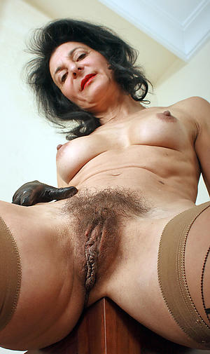 mature vulva love posing defoliated