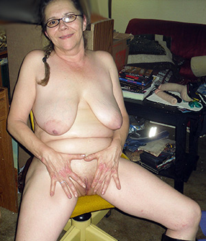 sexy shaved granny pussy nude pics
