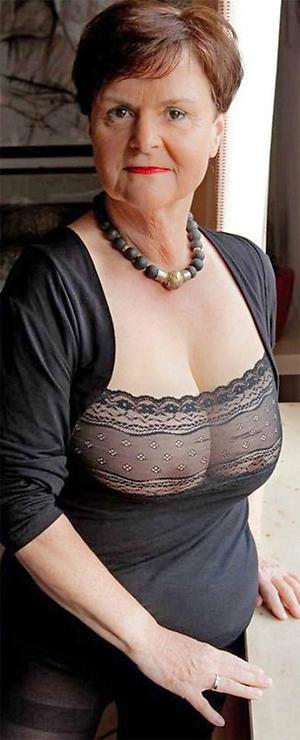 xxx elder statesman women ex girlfriend nude photos