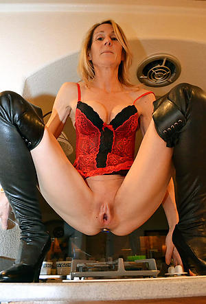 lovemaking galleries of sexy old mature housewifes